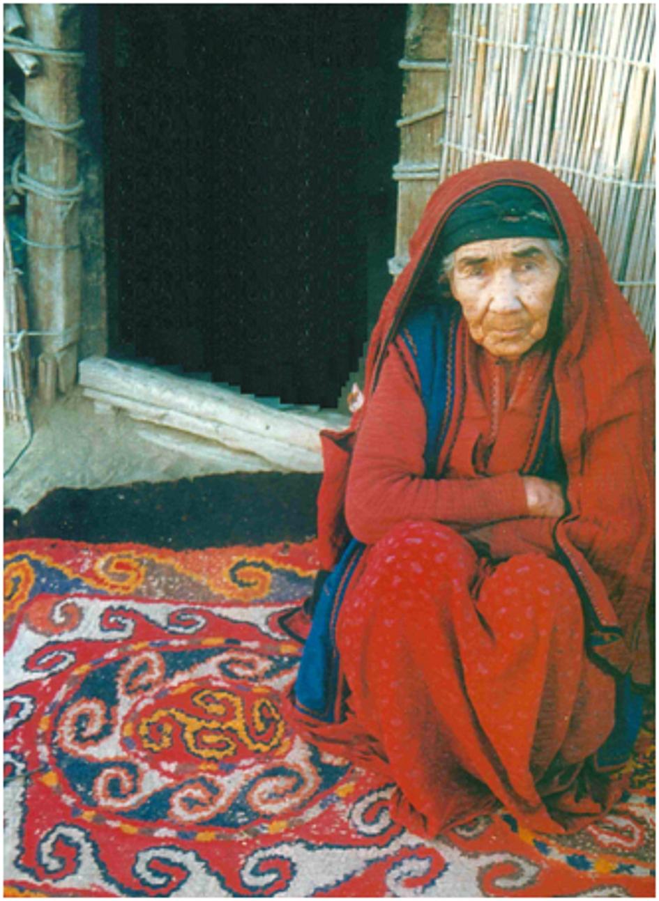 14 Türkmen pásztorasszony