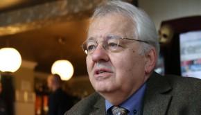 20160129 Doncsev Toso író a Hadik kávézóban.
