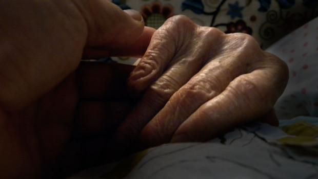 Anyám-kezét-fogom-01
